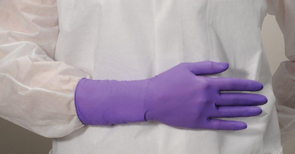 Luvas para sala limpa e luvas cirurgicas são diferentes