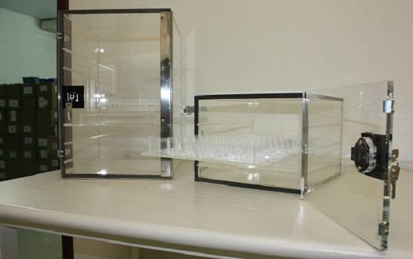Dessecador-de-acrílico-transparente-com-chave-CMS-Científica